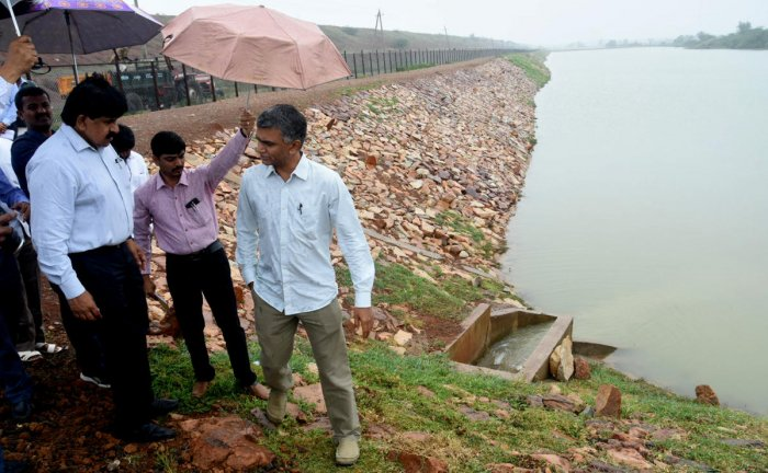 RDPR Minister Krishna Byre Gowda inspects water storage tank of Yarinarayanpur multi-village water supply project, at Kiresur village in Hubballi taluk on Wednesday.