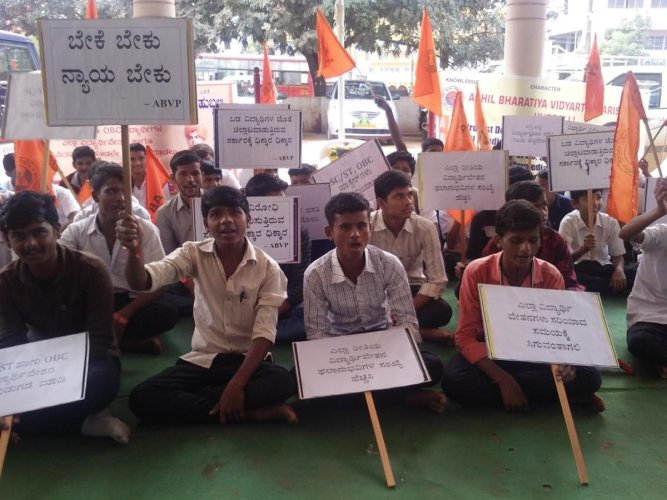 ABVP activists protest in support of various demands, in Hubballi, on Thursday. (DH photo)