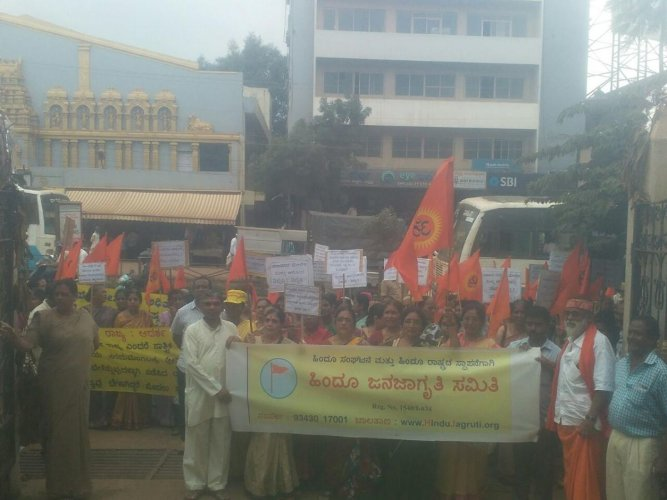 Activists of Hindu Janajagruti stage a protest opposing an alleged move to ban Hindu outfits, in Hubballi, on Thursday. DH photo.