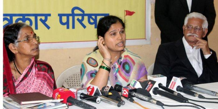 Gayatri Kurne, wife of Gauri Lankesh murder suspect Bharat Kurne addresses a press meet claiming her husband is innocent. Bharat's mother Rekha Kurne is also seen next to her. DH photo.