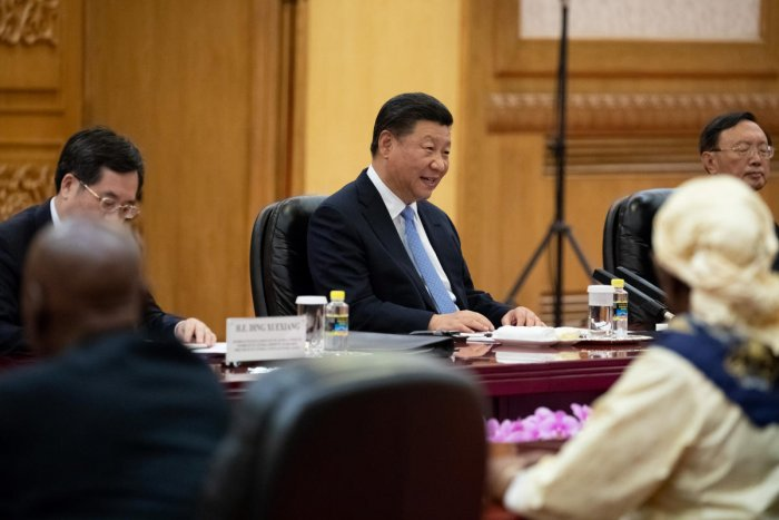 China's President Xi Jinping (C) talks to Niger's President Mahamadou Issoufou during their bilateral meeting at the Great Hall of the People in Beijing, China, August 31, 2018. (Reuters Photo)