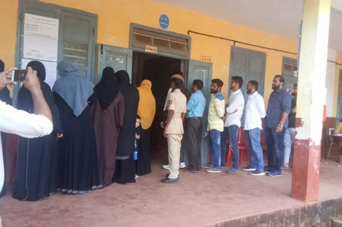 Election in progress at the polling booth set up in Bharat English medium High school in Ullal. (DH Photo)