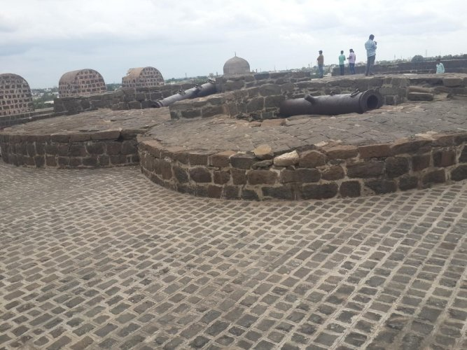 Field gun Cannons at Gulbarga Fort. photo by author
