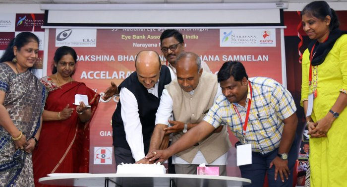 Dr. K Bhujang Shetty, Chairman & Managing Director, Narayana Nethralaya; Mr. M B Gurudev, Officer In Charge, Doddaballapur Eye Collection Centre and Mr. Arvind Kumar, Member of Executive Committee, EBAI and Senior Manager, Vasan Eye Bank, Hyderabad ce