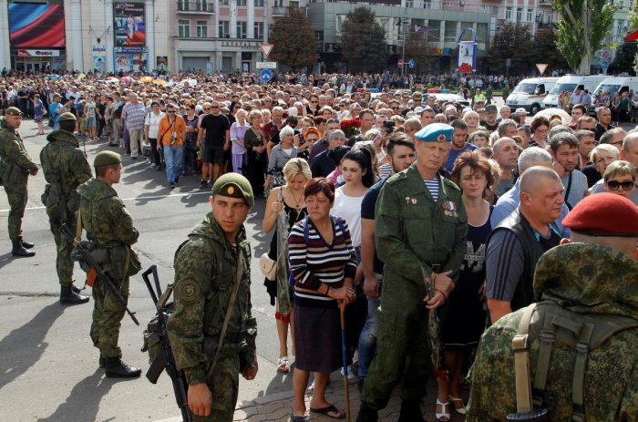 People wait in line to pay their last respects to Prime Minister of the self-proclaimed Donetsk People's Republic Alexander Zakharchenko in Donetsk, Ukraine, September 2, 2018. REUTERS