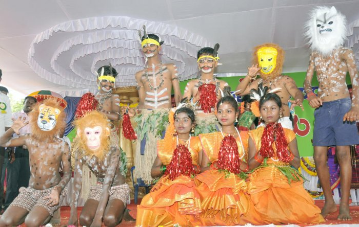 Children of tribal community perform during a programme to mark Gajapayana at Veeranahosahalli in Hunsur taluk, Mysuru district, on Sunday. DH PHOTO