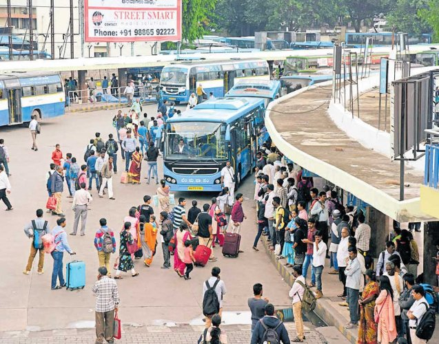 Students fret as BMTC switches to smart cards | Deccan Herald