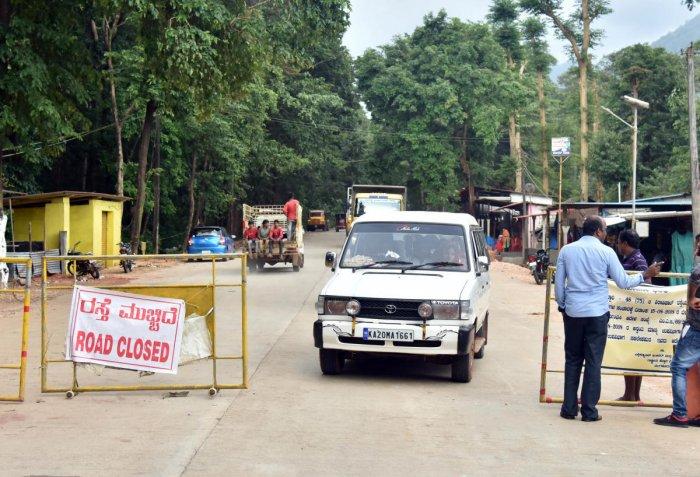 Light motor vehicles being allowed on Shiradi Ghat in Dakshina Kannada district on Wednesday.DH PHOTO / B K JANARDHAN
