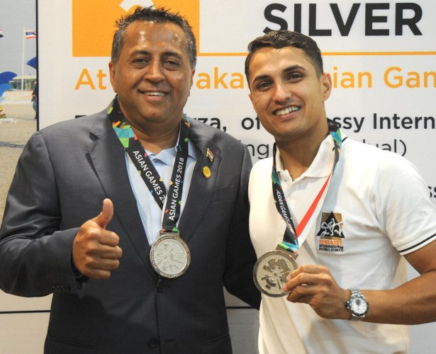 ALL SMILES Chairman and managing director of Embassy group Jitu Virwani (left) with Asian silver medalist Fouaad Mirza during a press conference on Thursday. DH Photo