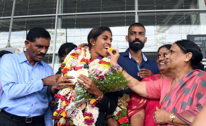 Sprinter M R Poovamma, who arrived at Mangaluru International Airport on Thursday, was given a grand welcome.