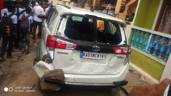 The car belonging to former MLA Vijayanand Kashappanavar which was damaged in the clash. dh photo