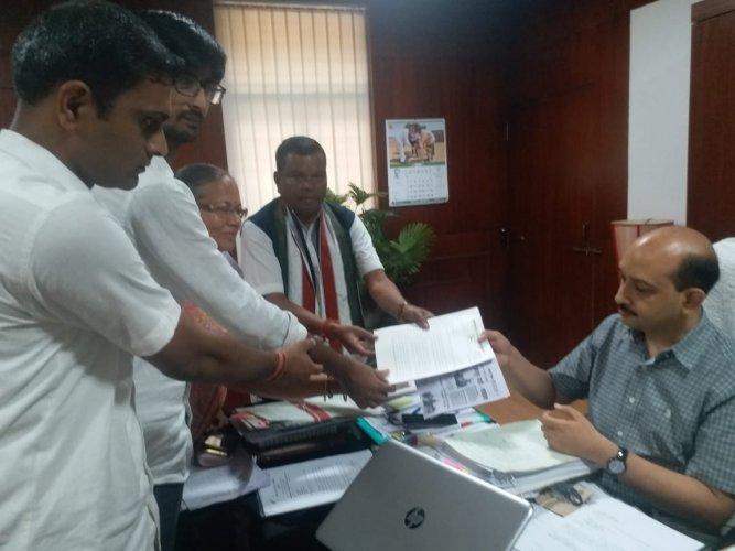 Chhattisgarh Pradesh Congress Committee leaders register a complaint against Sukma District Collector Jaiprakash Maurya with Chief Electoral Officer (CEO) Subrat Sahoo.