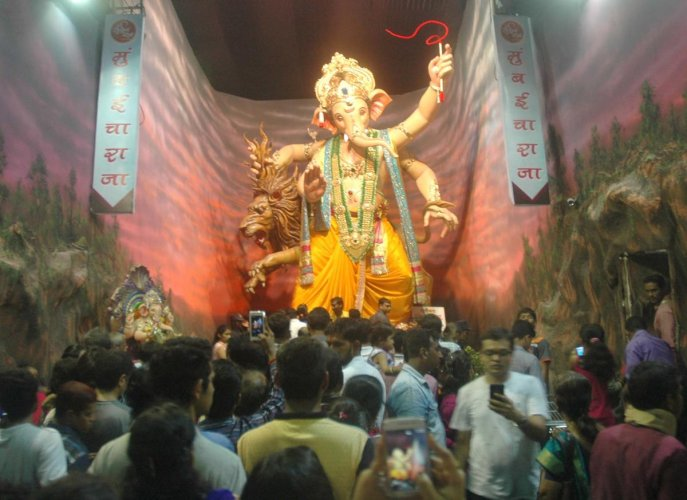 Devotees pay obeisance to Lord Ganesha at Ganesh Galli, in Parel, Mumbai. (DH File Pic)