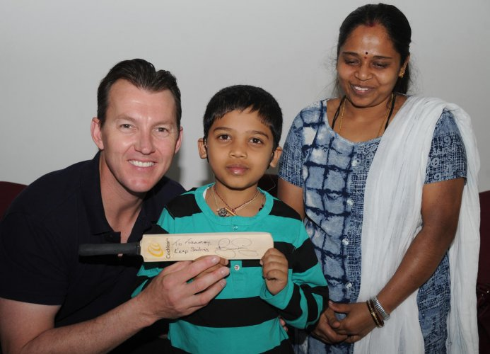 Former Australian cricketer Brett Lee with Tanmay M S, a Cochlear recipient, and the boy's mother Suguna at the DH office in Bengaluru on Monday. DH PHOTO/Sriaknat Sharma R