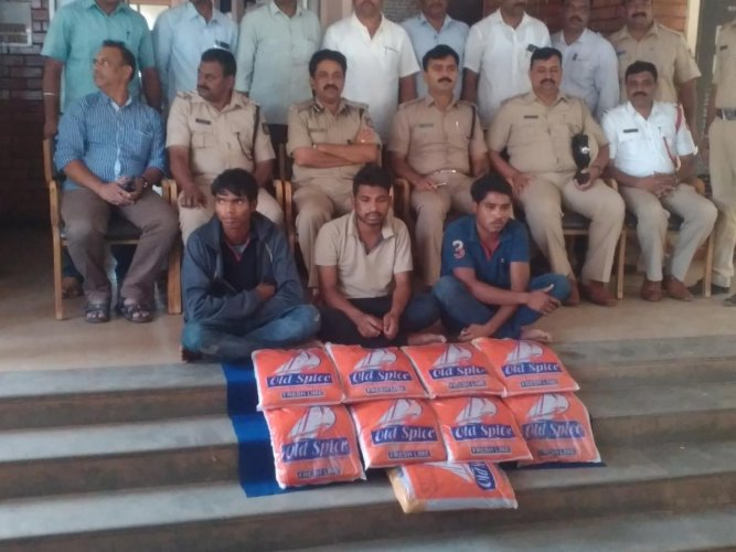 Drug peddlers arrested in Hubballi, along with police officials.