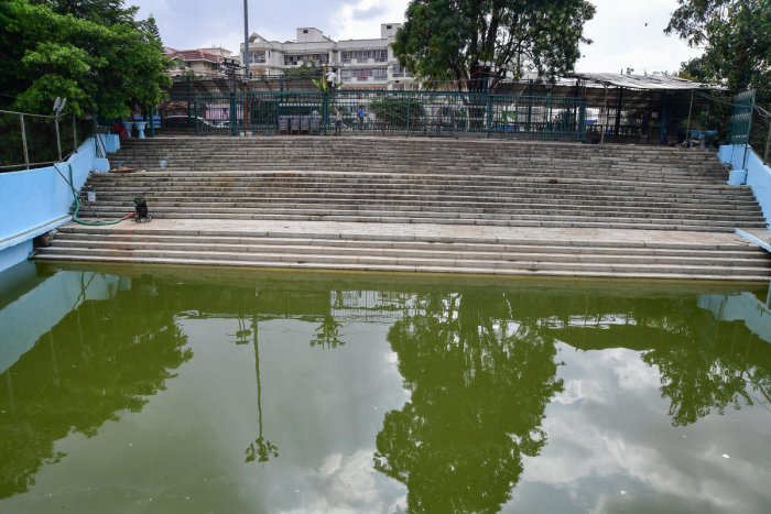 Yediyur Lake in Jayanagar is among the three top centres for the immersion of Ganesha idols in Bengaluru.DH PHOTO/ANAND BAKSHI