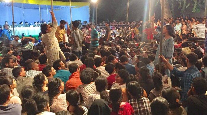 The audience during JNU Students Union (JNUSU) elections presidential debate. (Photo credit: @rajeevmangottil/Twitter)