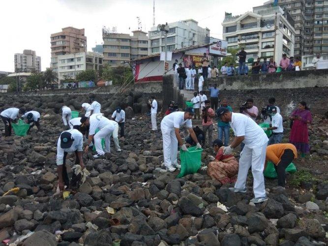 The event was conducted & coordinated by Headquarters, Coast Guard District (Maharashtra) from 0800 to 1100 hrs at Worli Koliwada seafront, Juhu beach, Dadar/Shivaji Park beach, Khanoji Island, Dahanu, Ratnagiri and Murud Janjira beaches.