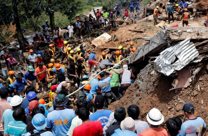 Rescuers search for people trapped in a landslide caused by Typhoon Mangkhut at a small-scale mining camp in Itogon, Benguet, in the Philippines, on September 17, 2018. Reuters