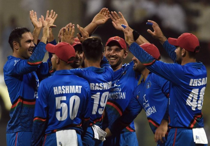Afghan cricketer Mohammad Nabi (L) celebrates with teammates after he dismissed Sri Lanka's cricket team captain Angelo Mathews during the one day international (ODI) Asia Cup cricket match between Sri Lanka and Afghanistan at the Sheikh Zayed Stadium in Abu Dhabi on September 17, 2018. (AFP Photo)