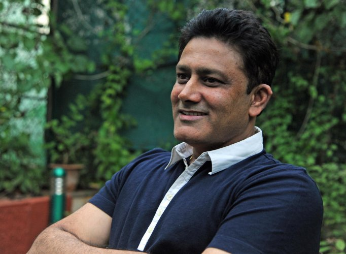 Anil Kumble-led ICC Cricket Committee decided against abolishing the toss in Test cricket. DH FILE PHOTO