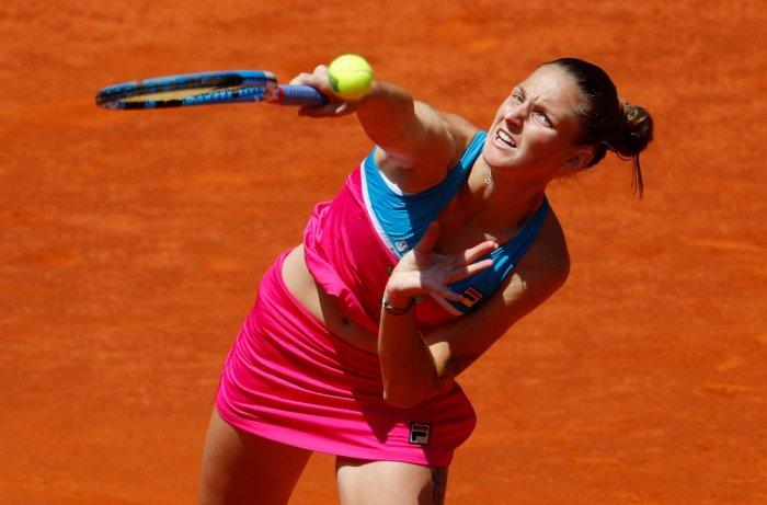 GOING STRONG: Czech Republic's Karolina Pliskova serves during her quarterfinal game against Romania's Simona Halep on Thursday. REUTERS