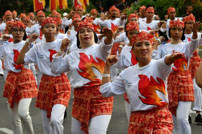 Indonesians perform the poco-poco dance.