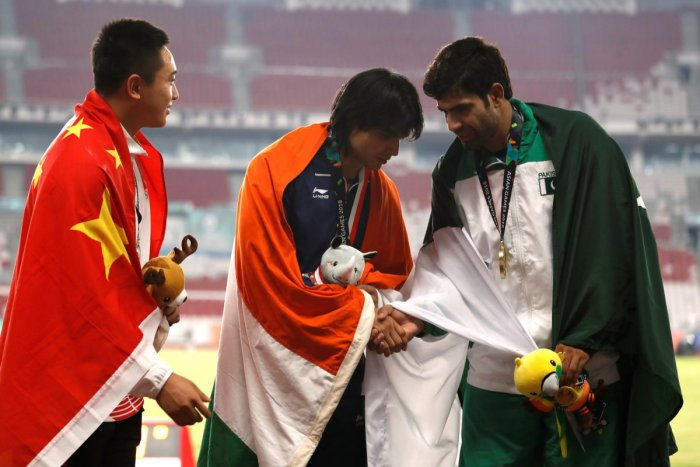 Asian Games' gold-medallist Neeraj Chopra (centre) is flanked by silver-medallist Qizhen Liu of China (left) and bronze-medallist Arshad Nadeem of Pakistan. REUTERS