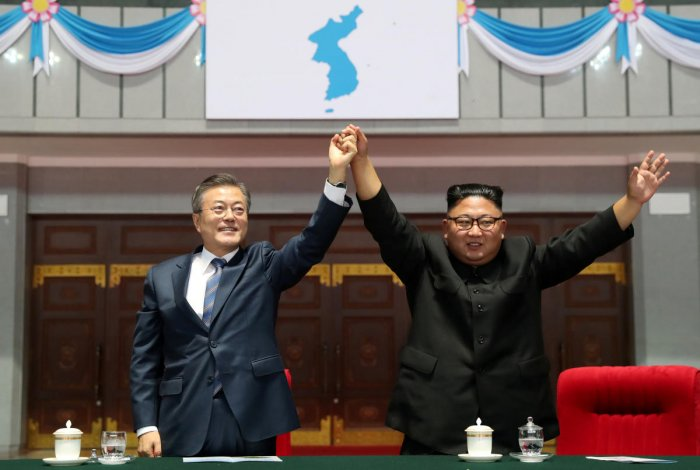 """South Korean President Moon Jae-in and North Korean leader Kim Jong Un acknowledges the audience after watching the performance titled """"The Glorious Country"""" at the May Day Stadium in Pyongyang, North Korea. Reuters Photo"""