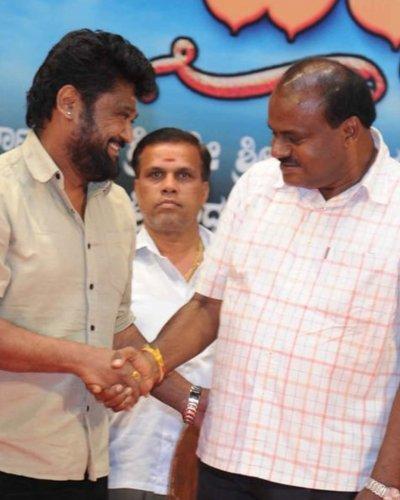 Jaggesh with HD Kumaraswamy.