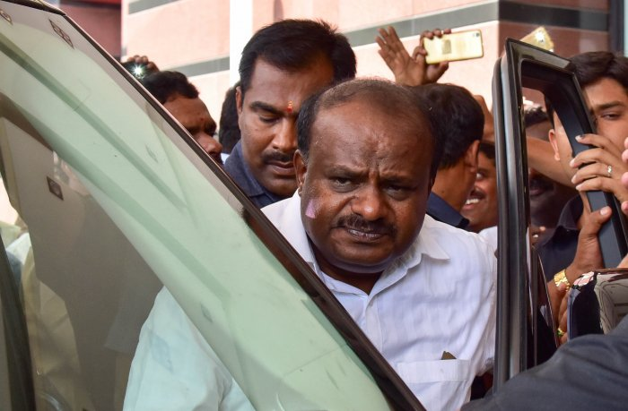 H D Kumaraswamy leaves the Le Meridien hotel, Bengaluru, after attending the JD(S) legislature party meeting on Sunday. DH Photo