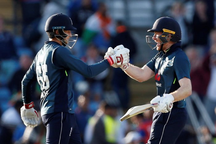 England's Eoin Morgan and Joe Root celebrate winning the match. (Reuters/Ed Sykes)