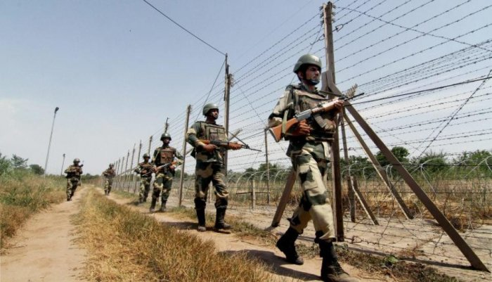 An Army jawan was killed on Saturday as Pakistani troopers targeted a patrol party along LoC in Rajouri district of Jammu and Kashmir. File photo