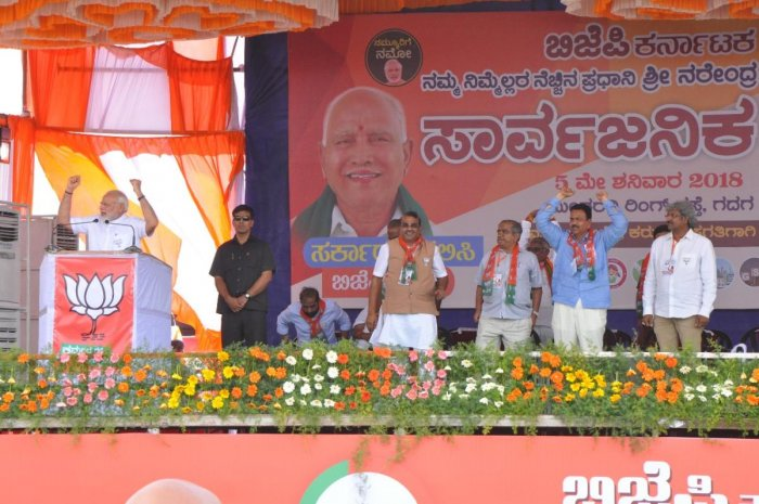 Prime Minister Narendra Modi at the BJP's campaign rally in Gadag on Saturday. Haveri MP Shivakumar Udasi, leaders Vijay Sankeshwar, C C Patil and others are seen. (DH Photo)