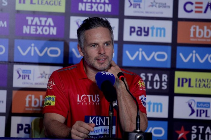 Coach Brad Hodge hopes Kings XI Punjab's wobbly middle-order will start performing soon. BCCI Media
