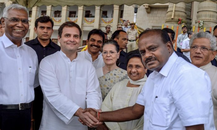 Bengaluru: Newly sworn-in Karnataka Chief Minister H D Kumaraswamy shakes hands with AICC President Rahul Gandhi as Congress leader Sonia Gandhi, Bahujan Samaj Party leader Mayawati and other leaders look on after the swearing-in ceremony, in Bengaluru, o