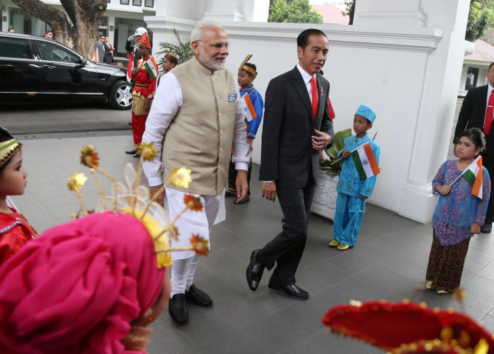 Indian Prime Minister Narendra Modi is greeted by Indonesian President Joko Widodo upon arrival at Merdeka Palace for their meeting in Jakarta, Indonesia May 30, 2018. REUTERS/Dita Alangkara/Pool