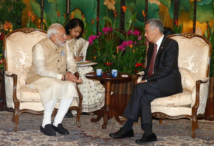 India's Prime Minister Narendra Modi meets with Singapore's Prime Minister Lee Hsien Loong at the Istana in Singapore June 1, 2018. (REUTERS/Edgar Su)