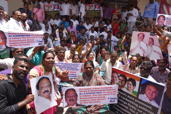 Supporters of Ramalinga Reddy and Roshan Baig protest demanding cabinetberths for them in Bengaluru on Thursday.