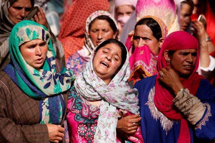 A woman mourns as she watches the body of Tamsheel Ahmad Khan, a civilian who according to local media died during clashes between protesters and Indian security forces, during his funeral at Vehil village in Kashmir's Shopian district, July 10, 2018. REU