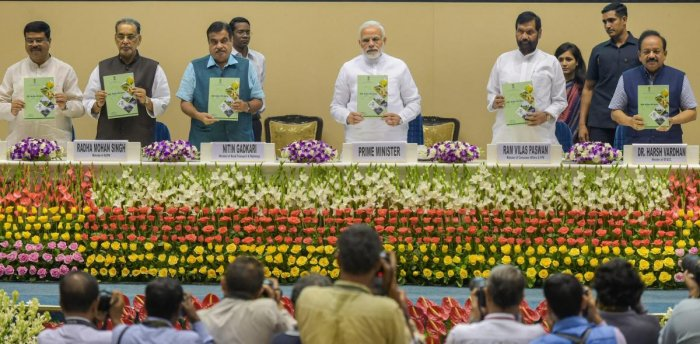 New Delhi: Prime Minister Narendra Modi along with Union ministers Nitin Gadkari, Radha Mohan Singh, Ram Vilas Paswan, Harsh Vardhan and Dharmendra Pradhan, releases a booklet on 'National Policy on Biofuels 2018' during the World Bio-Fuel Day 2018 functi