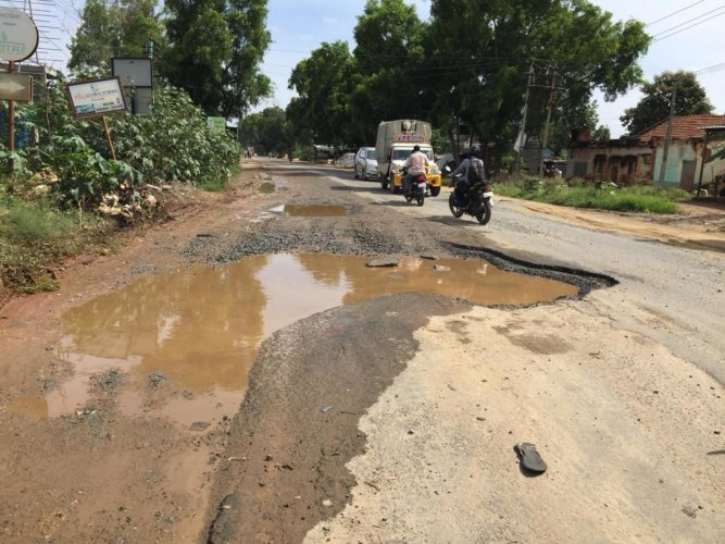 In a letter to the Public Works Department, the residents of residents of Sarjapura have raised several issues ranging from lack of footpath for pedestrians to lack of drainage system.