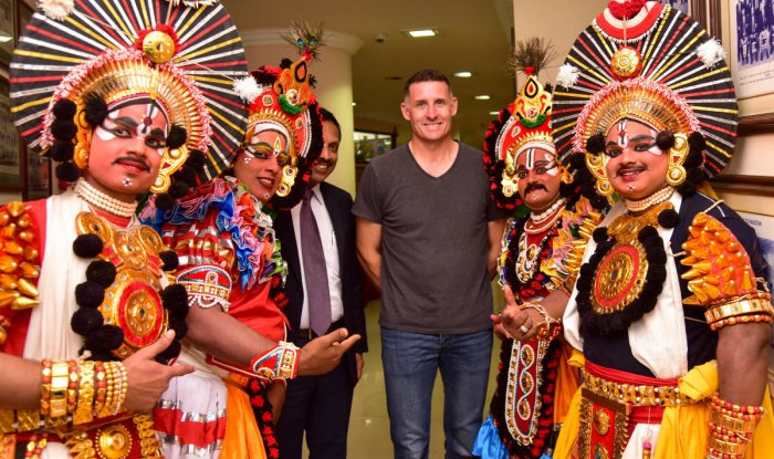 TRADITIONAL TOUCH: Former Australian batsman Mike Hussey (centre) with Yakshagana artistes at a KPL event in Bengaluru on Wednesday. DH PHOTO/BH Shivakumar