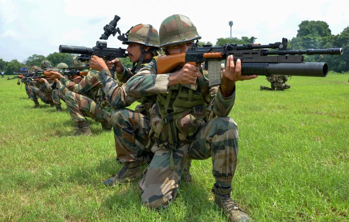 Last week the army issued a fresh RFI to buy 6.5 lakh assault rifles of the lower caliber of 7.62 x 39 mm with a minimum range of 300 mt. This means these rifles would be having a lesser firing range and a different barrel from the ones that would be purchased from abroad. It cancels the previous RFI. PTI file photo