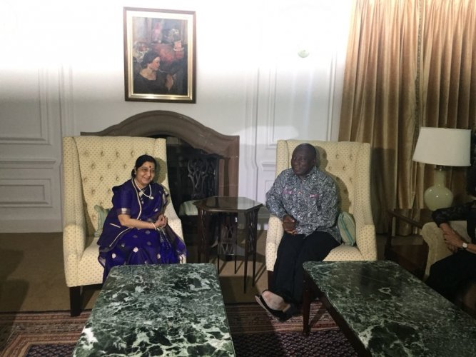 Sushma Swaraj with South African president Cyril Ramaphosa. Twitter photo.