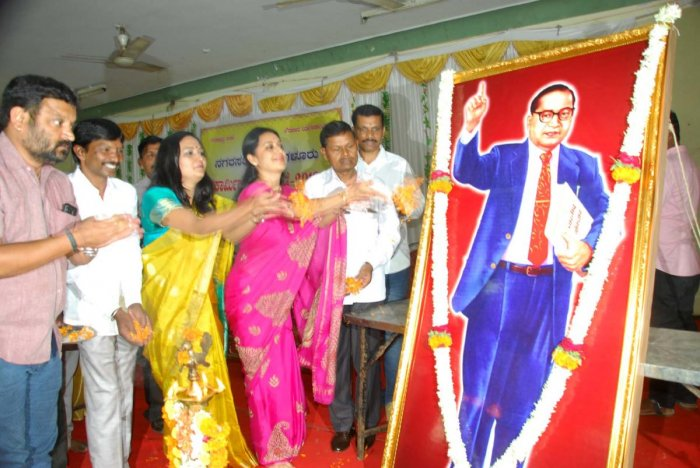 CMC President Shilpa Rajashekar pays floral tributes to the portrait of Dr B R Ambedkar during the Civic Workers' Day celebrations in Chikkamagaluru on Monday.