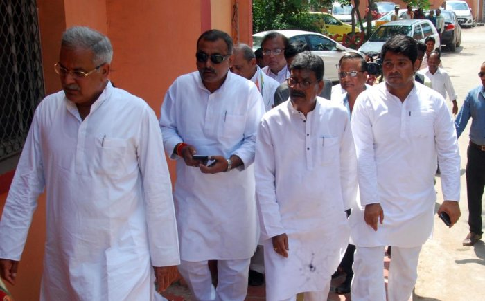 CPCC president Bhupesh Baghel with senior Congress leaders in the Raipur District Cour on Monday. Photo by Pintu Dewangan