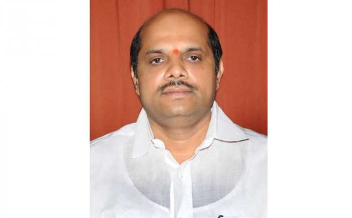 The state government has removed the clause that farmers, who had deposits in banks, will only be partially eligible for crop loan waiver scheme, Cooperation Minister Bandeppa Kashempur said on Monday.