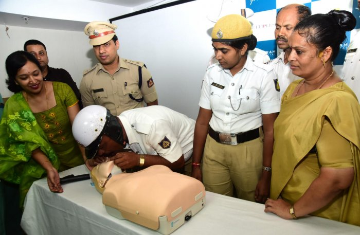 A traffic policeman receiving a training to administer cardiopulmonary resuscitation at the Vikram Hospital on Wednesday. Dr Harshitha Sridhar can be seen. DH photo