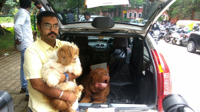 Amrut Sridhar Hiranya, founder of Paw Cab, an app-based cab service for transporting pets in Bengaluru on Wednesday. His partner Ravi Srivatsa is also seen. DH photo/Janardhan B K